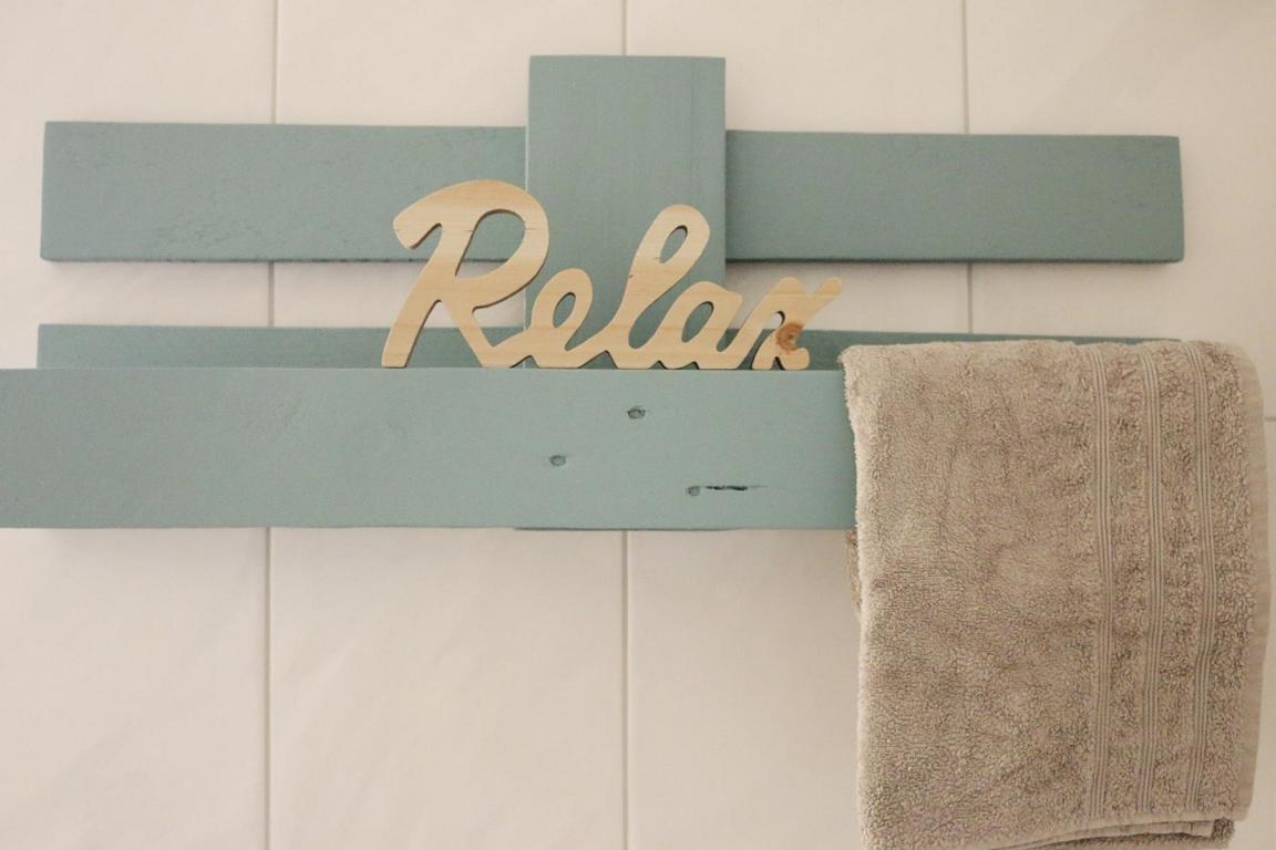 weinregal aus paletten diy hier kannst du es selber bauen. Black Bedroom Furniture Sets. Home Design Ideas