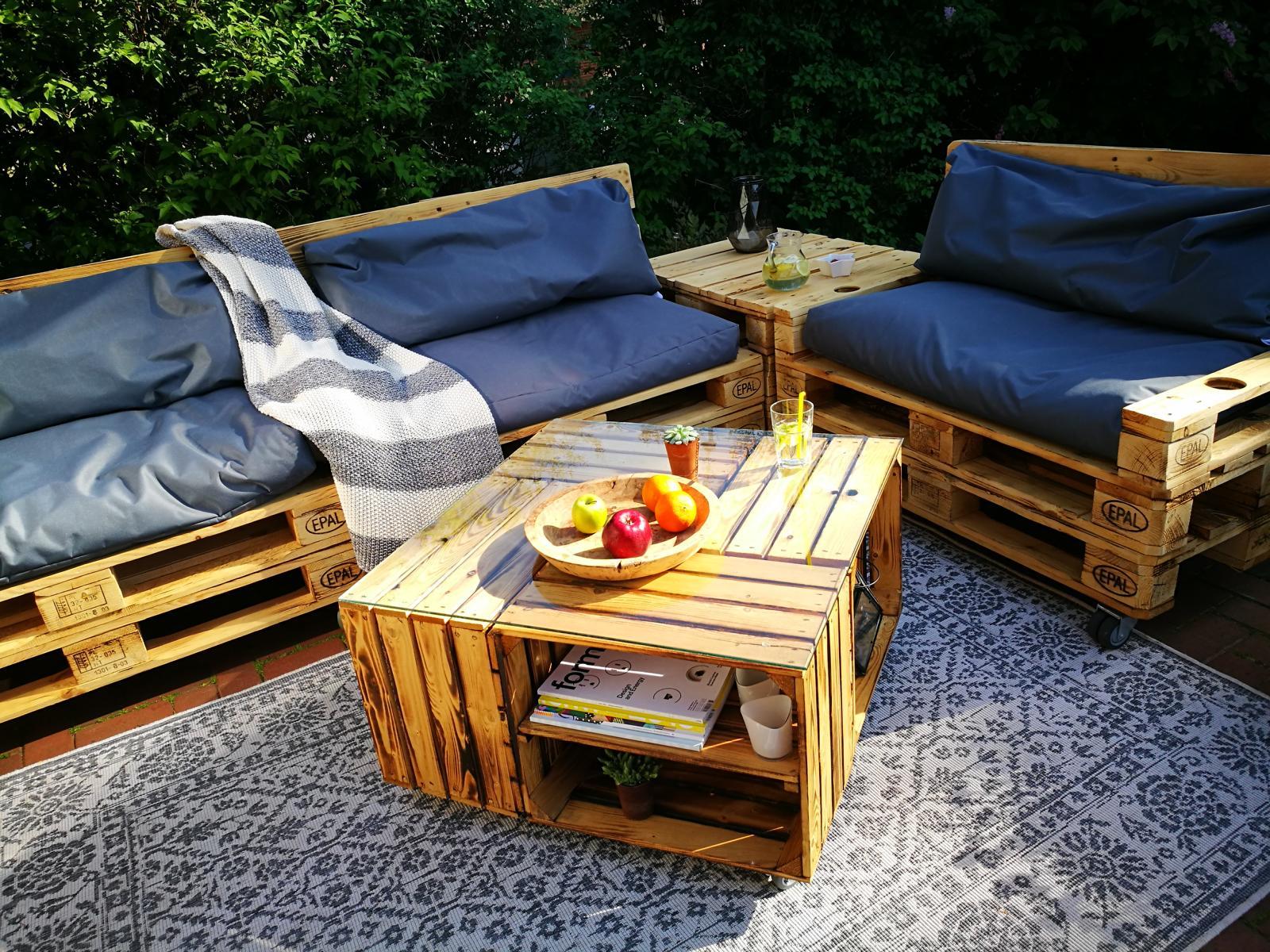Holzkisten Tisch aus Obstkisten und Weinkisten