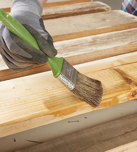Palettenmöbel behandeln - Holzschutz
