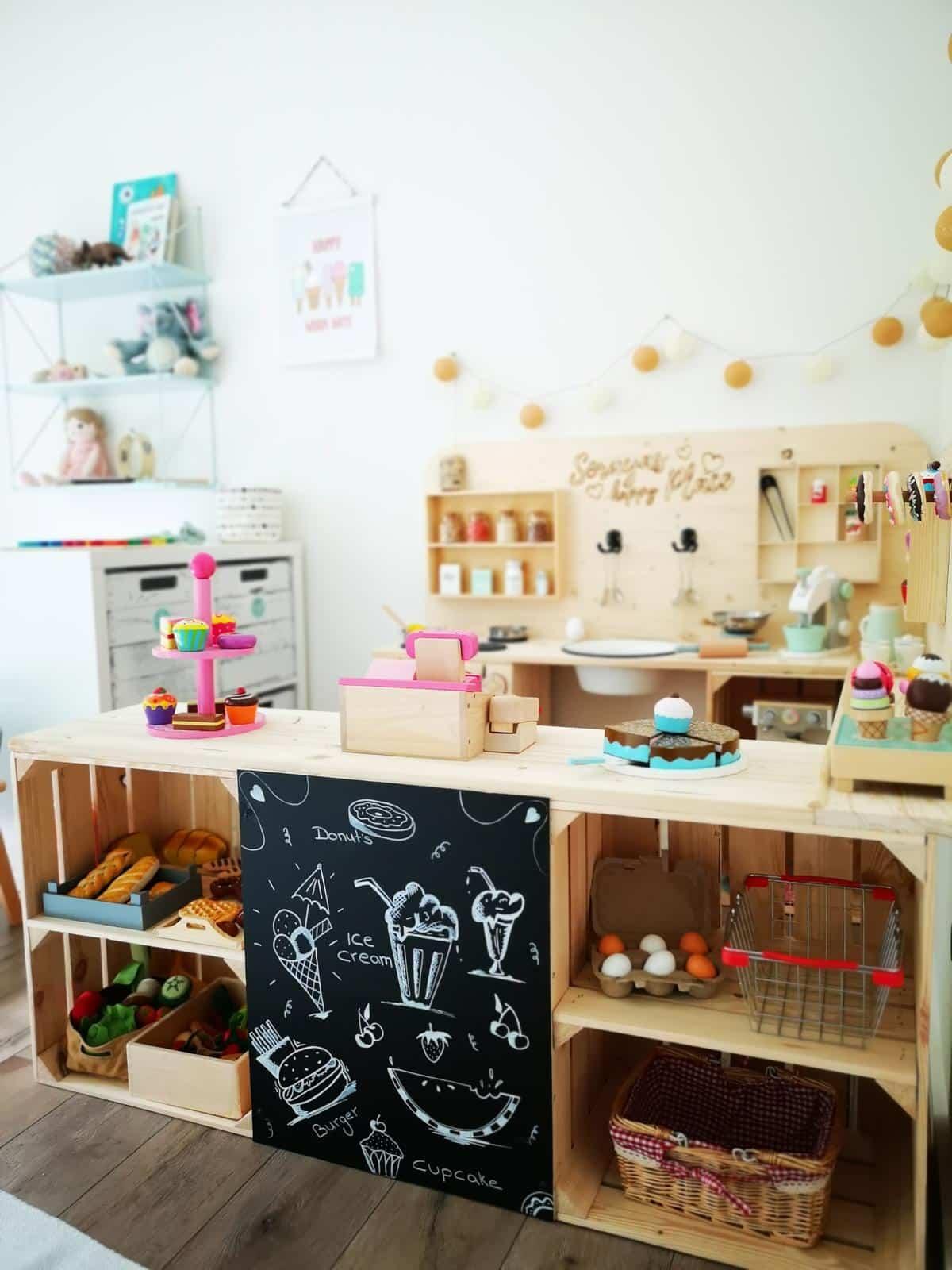 Kinderkueche-aus-Holz-Kaufladen-aus-Holzkisten-Anleitung