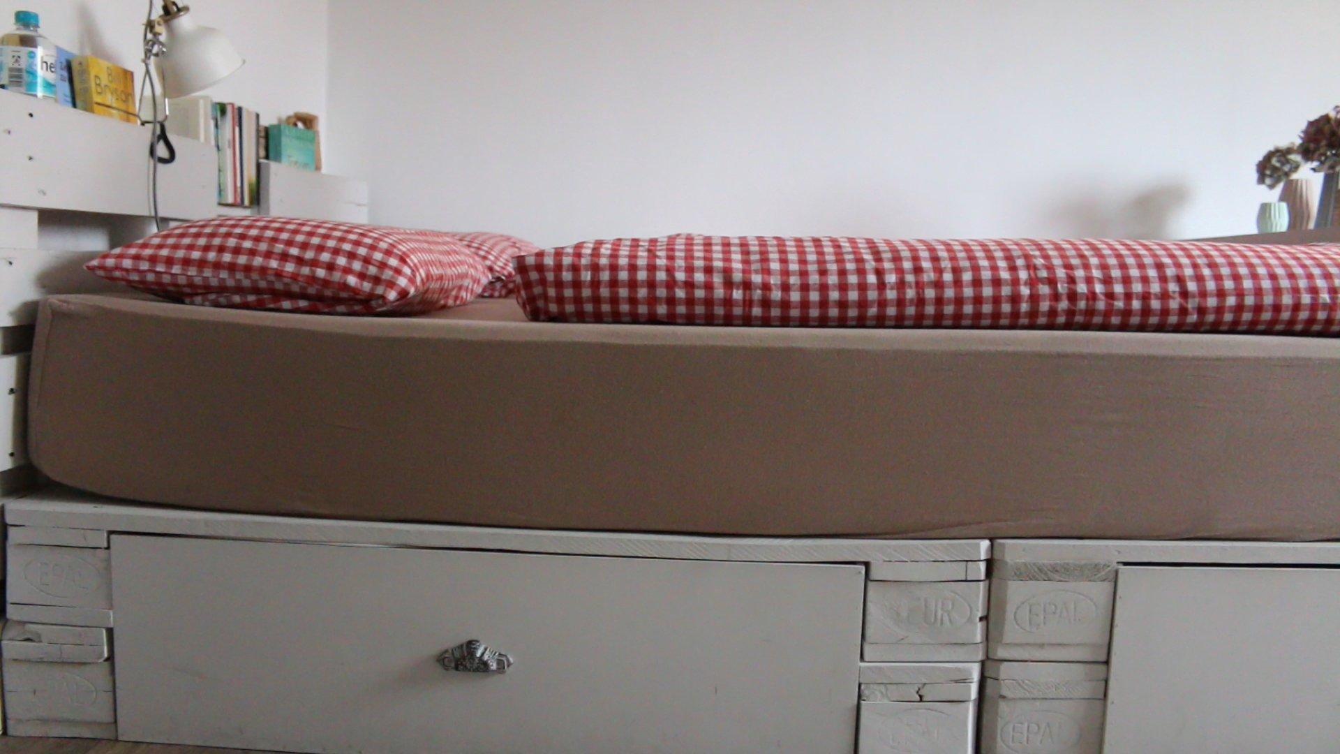 Matratze für Bett aus Europaletten