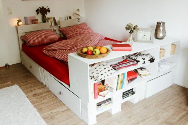 palettenbett diy einfach selber machen. Black Bedroom Furniture Sets. Home Design Ideas