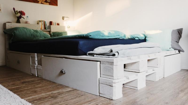 Bett aus Paletten DIY