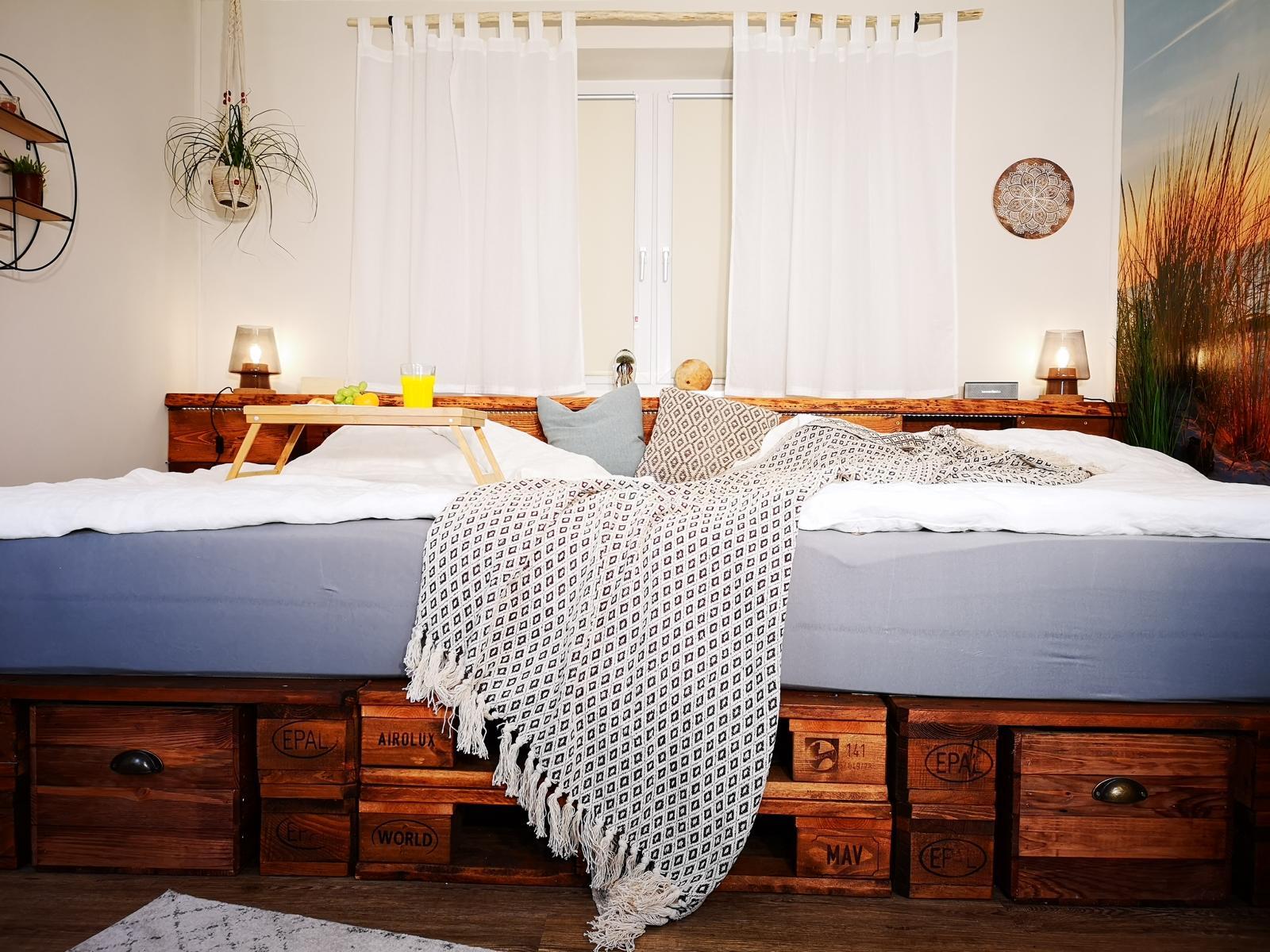ᐅ Palettenbett selber bauen & kaufen | Europaletten Betten