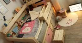 Palettenbett im Kinderzimmer