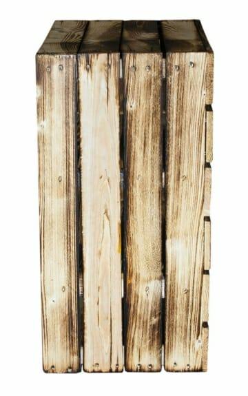 Holzkiste als Regal