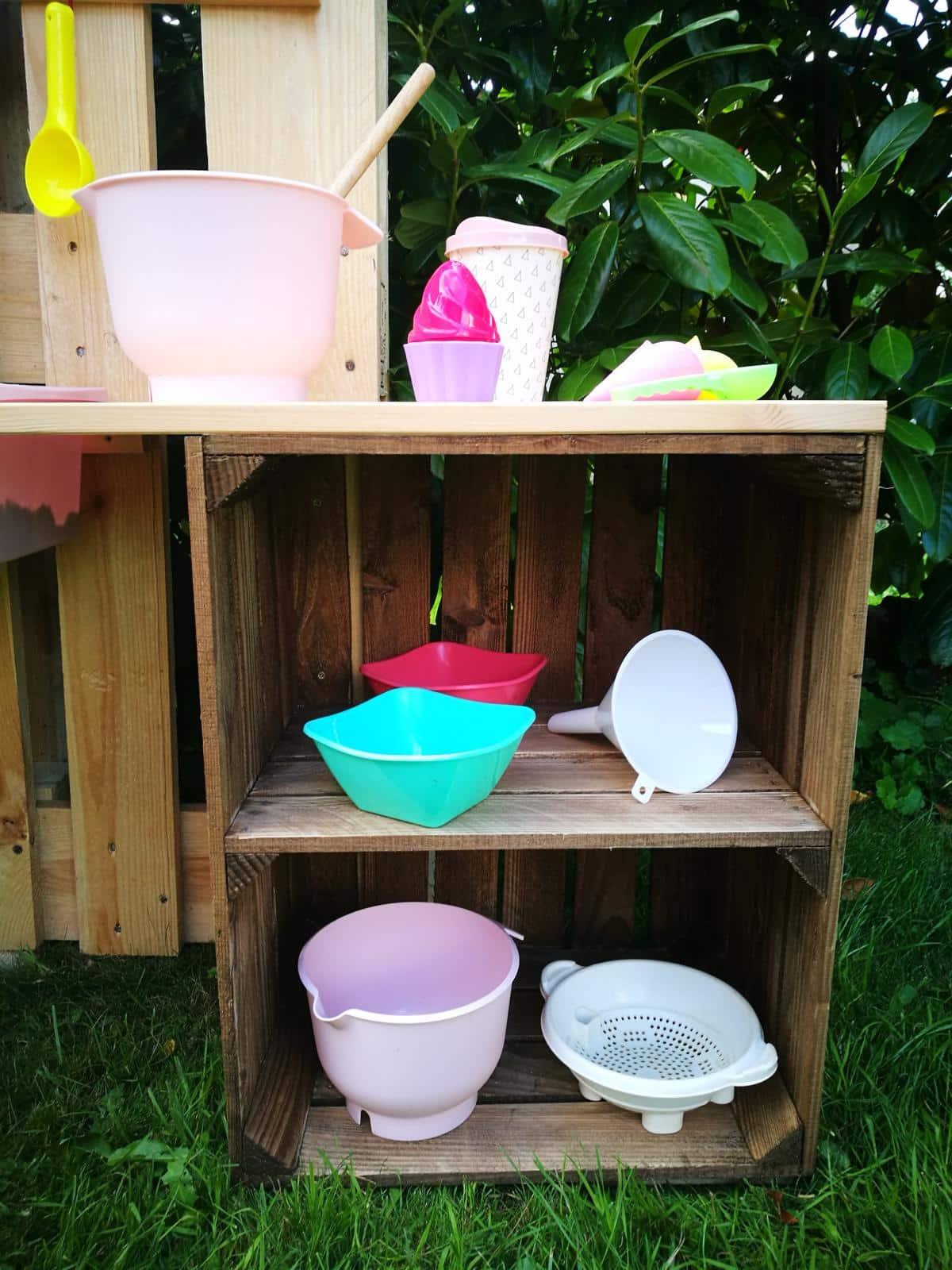 Matschk che selber bauen aus paletten obstkisten for Outdoor spule selber bauen