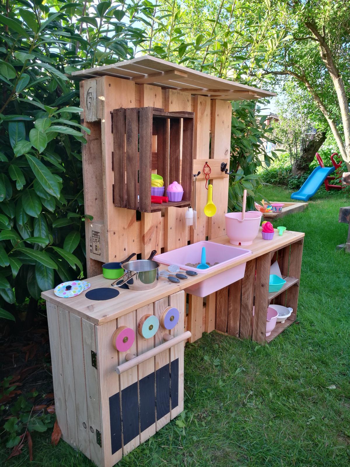 Spielküche-selber-bauen-aus-Paletten