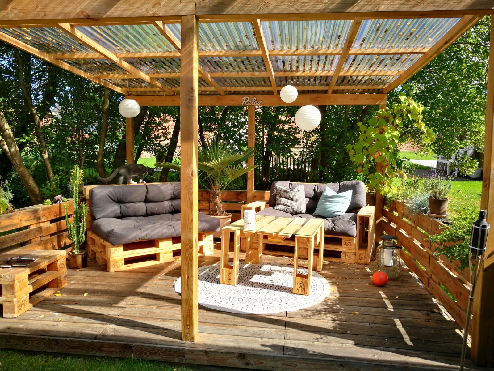 terrasse aus paletten selber bauen europaletten diy anleitung. Black Bedroom Furniture Sets. Home Design Ideas
