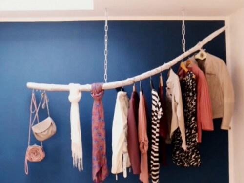 Upcycling - Schwebende Kleiderstange aus einem Ast