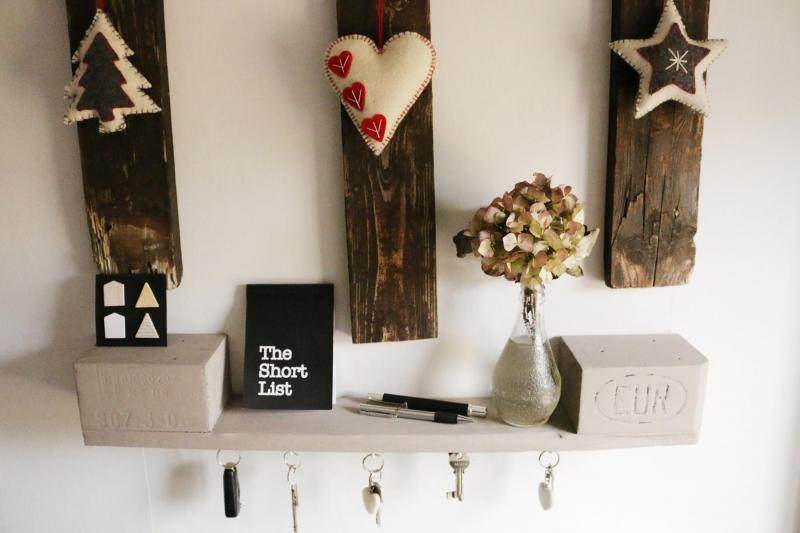 regale aus paletten selber bauen kaufen palettenm bel shop. Black Bedroom Furniture Sets. Home Design Ideas