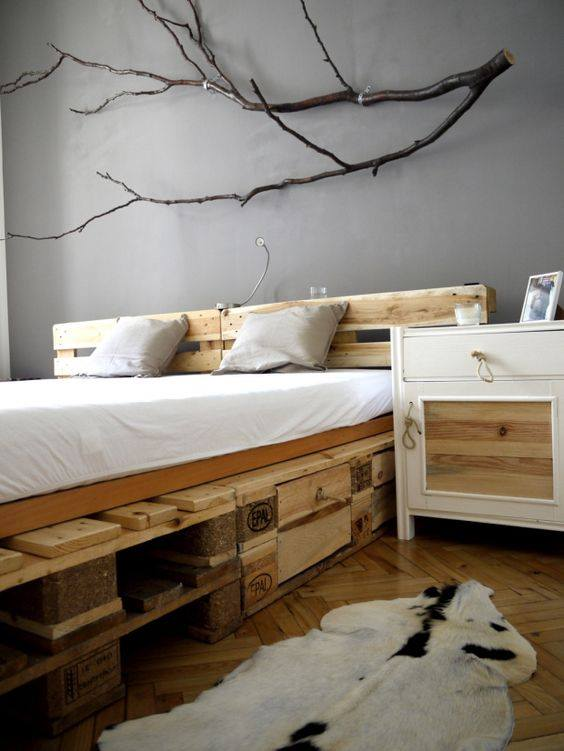 palettenbett selber bauen europaletten bett diy anleitung shop. Black Bedroom Furniture Sets. Home Design Ideas