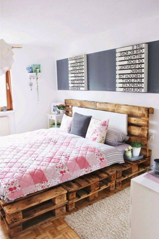 palettenbett selber bauen europaletten bett diy. Black Bedroom Furniture Sets. Home Design Ideas